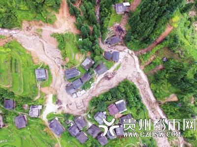 村小教师冒雨叫醒村民避险 搜救被泥石流吞没丧生