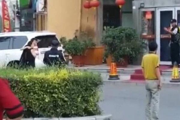 黑龙江一饭店员工劫持女主管 被击毙