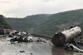 云南昆石高速4车相撞事故现场 5人身亡