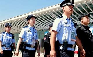 新疆特警全员上岗护驾商博会