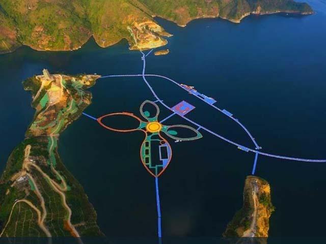 中国贵州拥有世界最长水上漂浮栈道