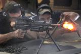 火爆!机枪连射消音器被融化