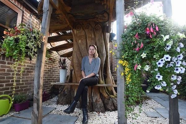 英女子后花园里建树屋因遭邻居投诉将被拆除