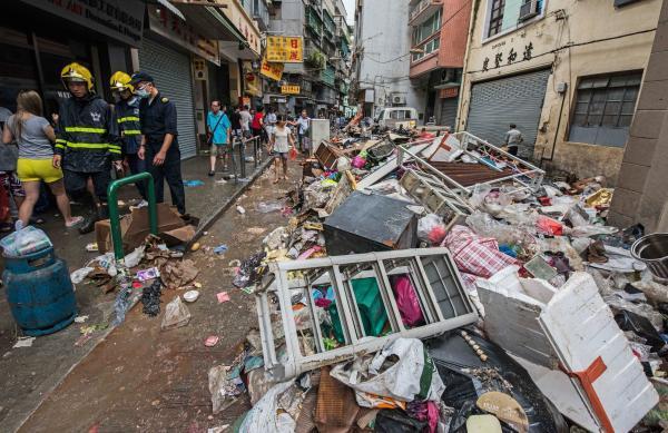 """台风""""天鸽""""袭击澳门致8人死亡 153人受伤"""