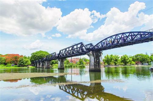 桂河静淌 铁桥通向历史深重