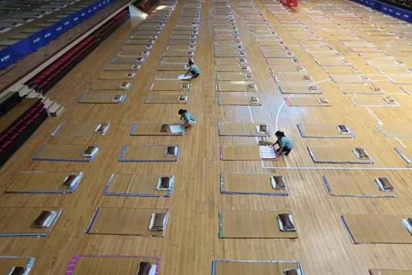 壮观!陕西高校为新生家长设300个地铺