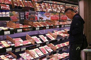 美国牛肉北京遇冷:太贵卖不出去 员工分着吃了