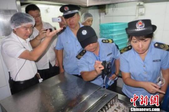"""北京官方再约谈""""海底捞"""" 专项检查全市餐饮服务单位"""
