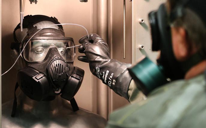 近距离参观美军试验场:测试防核生化设备