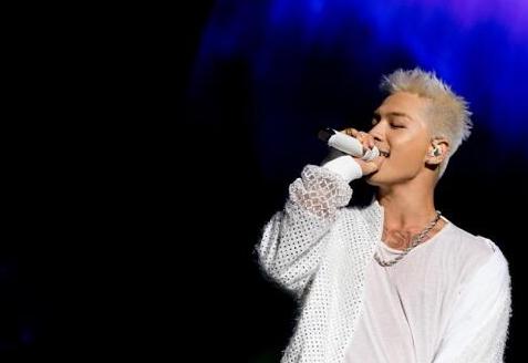 BIGBANG太阳时隔三年开个唱 曲风多样引爆全场