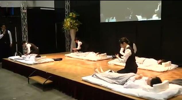 日本举行殡葬服务比赛 23岁女入殓师夺冠