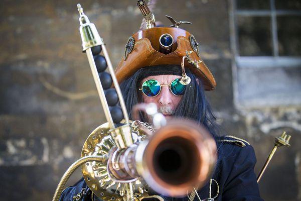 复古科幻风 英国举办蒸汽朋克艺术节