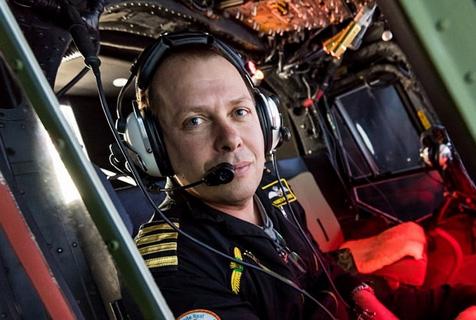 英男子耗时5年在花园小屋建飞行模拟器