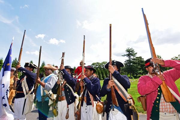 美国长岛会战241周年 纽约民众重现当年场景