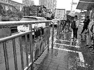 共享雨伞现北京街头:一次5毛