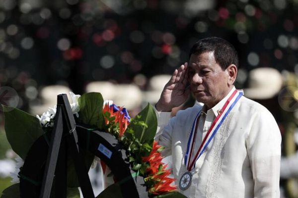 菲律宾国家英雄日 杜特尔特赴烈士陵墓悼念