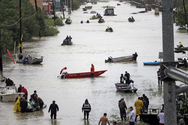 飓风重创美国得州 俯瞰灾区街道变汪洋一片狼藉