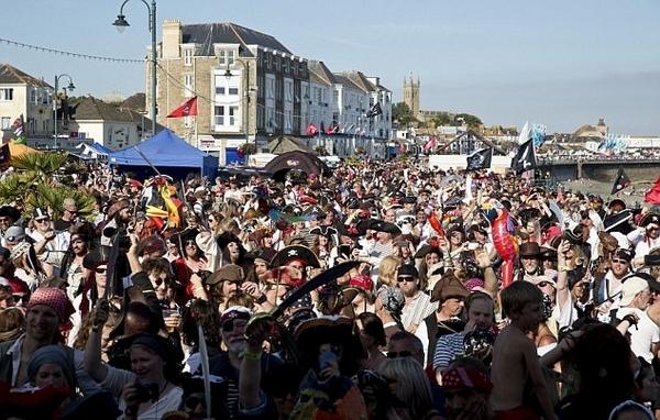 英小镇挑战最多海盗集会纪录因三个酒鬼缺席失败