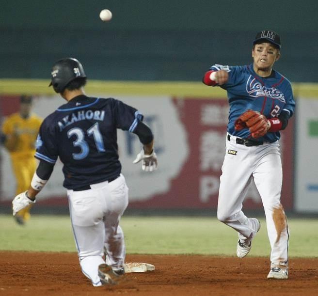 """""""绿委""""放雷人言论欲将台湾棒球队并入日本赛事 被批自我阉割"""