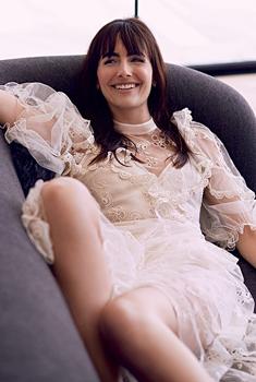美国女星卡米拉·贝勒登杂志