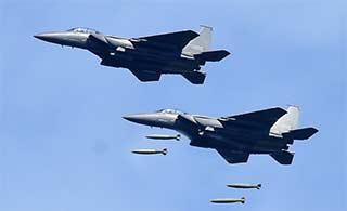 韩国F15K对地打击投放炸弹