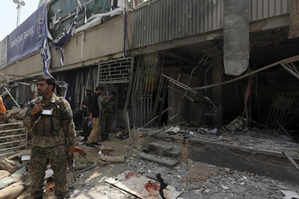 美国驻阿富汗大使馆附近发生爆炸 造成多人死伤