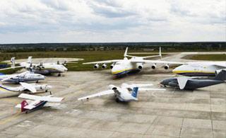 乌克兰亮出航空工业家底 安-225运输机亮了