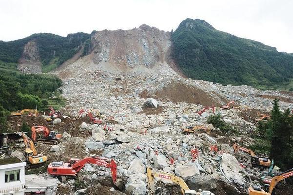 贵州纳雍山体崩塌灾害现场 已致17人死亡尚有18人失联