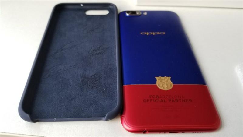 OPPO R11巴萨限量版充满了浓浓的巴萨元素,购得如此手机体验巴萨的荣耀精神何乐而不为呢。手机内置了巴萨主题,更重要的是可以得到球星亲笔签名的手机保护壳,想想也是极大的福利。