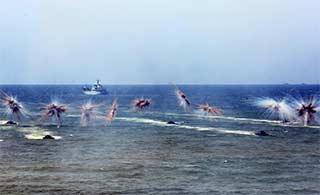 海军陆战队演练抢滩登陆阵势宏大