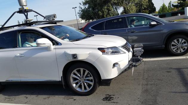 苹果全新无人驾驶汽车现身加州 雷达车架抢眼