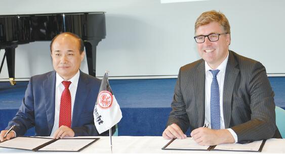 法兰克福足球俱乐部欢迎中国投资 ——访德国法兰克福足球俱乐部主席Axel Hellmann