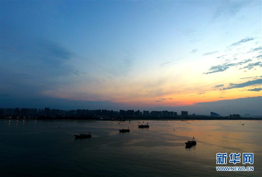 航拍台风下的广西北海市电建渔港