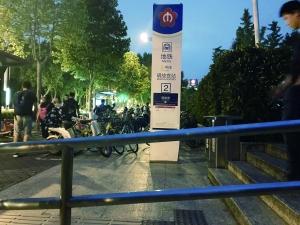 投放10天数量越来越少 南京街头难觅共享雨伞
