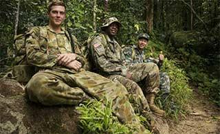 中美澳三军丛林中展开联合演练