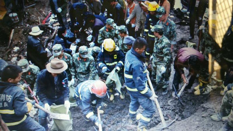 青海玛沁山体滑坡:武警青海总队紧急救援(图)