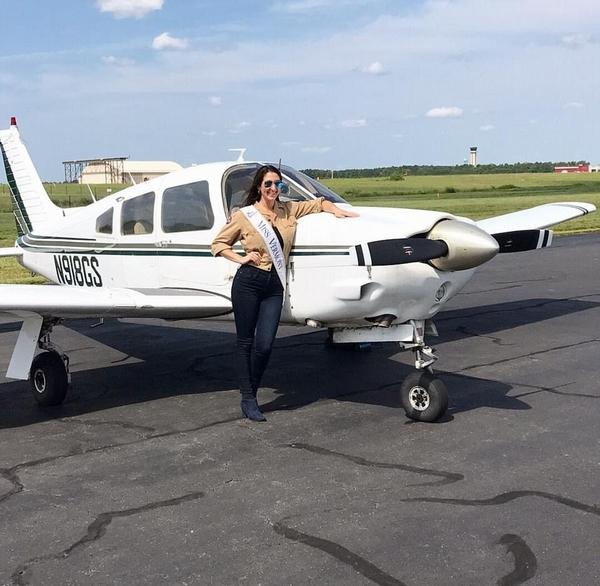 创举!美佛蒙特州小姐驾驶飞机参选美国小姐