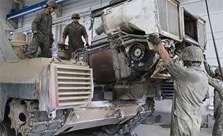 美国坦克在德大修被大卸八块