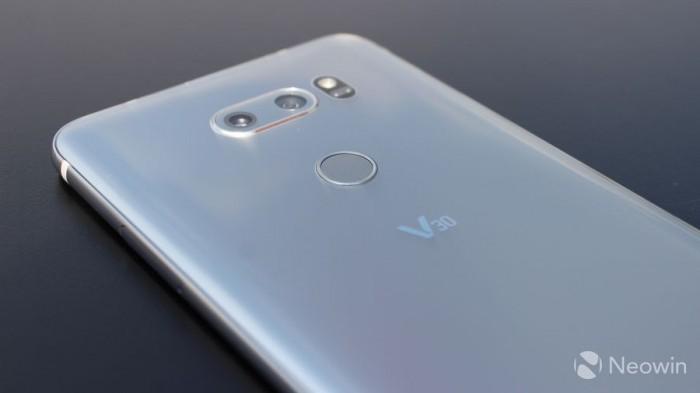 能正面怼三星Note 8?LG V30现场真机上手