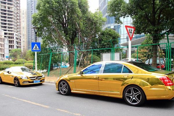 """浙江绍兴""""土豪金""""奔驰现身街头 网友:像出租车"""