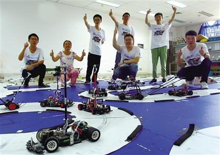 """大学生设计无人驾驶智能车 两车可""""交流"""""""