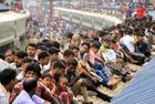 """孟加拉人""""骑火车""""返乡"""