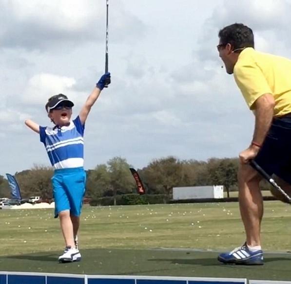 美6岁独臂高尔夫球手技能高超战绩显赫