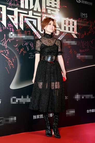 蔡淳佳亮相时尚盛典 黑色透视长裙小露性感
