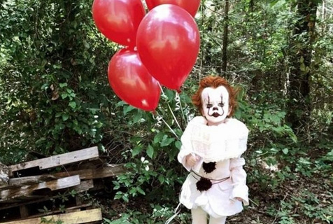 美3岁男童被哥哥装扮成惊悚小丑爆红网络