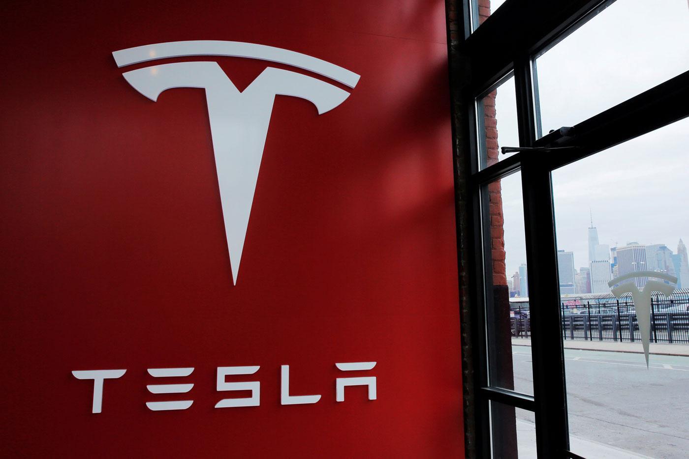 特斯拉在美国布法罗工厂投产太阳能电池板