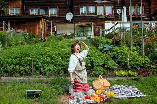 "LuLu赴瑞士拍《倒霉农场》MV  吸引""黑面羊"""
