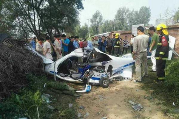 沈阳一架小型飞机民房附近坠毁 2人受伤