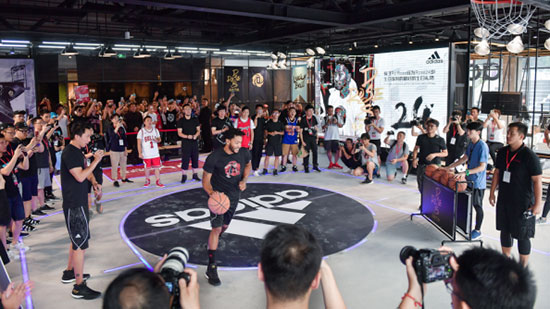 阿迪达斯罗斯中国行正式揭幕 众多粉丝现场助阵