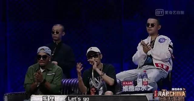 不管谁是冠军,中国有嘻哈都带火了一些单品。